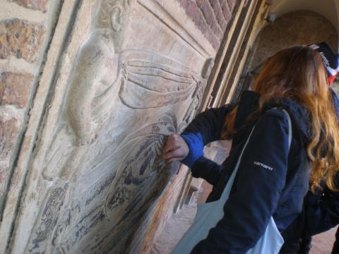 Ed eccoci a Santo Stefano! Il Cortile di Pilato è caratterizzato da tombe dai bassorilievi interessanti... e accessibili!
